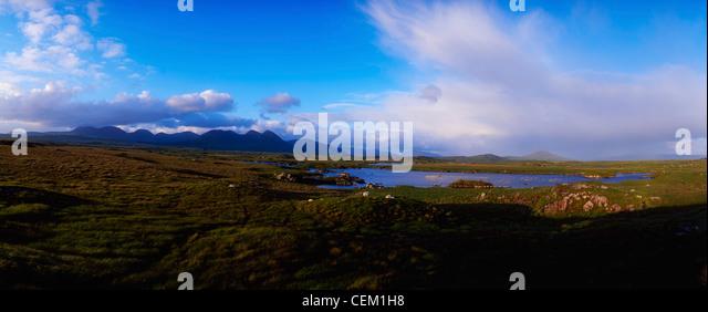 Co Galway, Connemara, Bog With The Twelve Bens In The Distance, Ireland - Stock Image