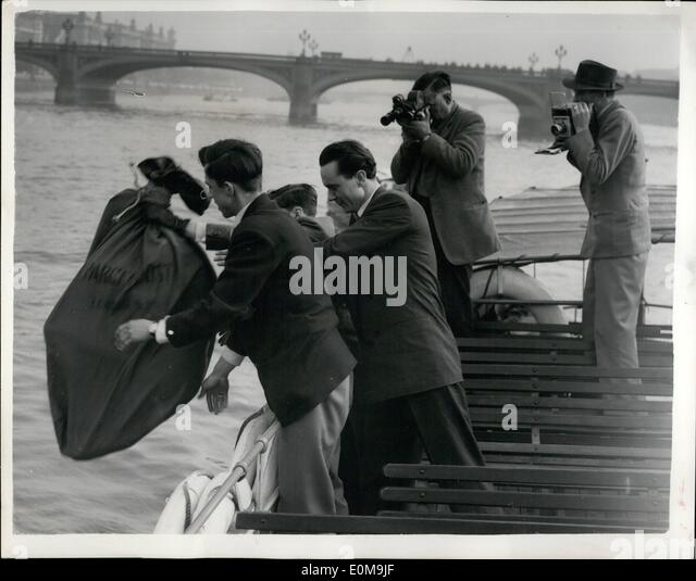 Apr. 04, 1954 - Sally Was Very Worried - But Nick Made It.... ''Escape'' In River Thames: Nick Jansen - Stock Image