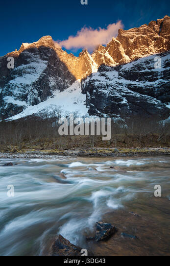 First morning light on the 3000 feet vertical Troll Wall and the peaks Trolltindane in Romsdalen valley, Norway. - Stock-Bilder