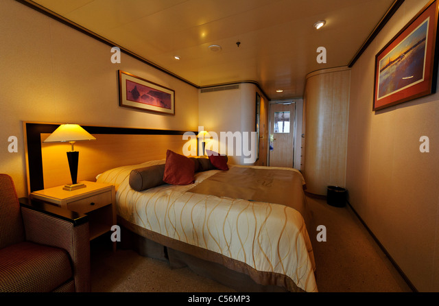 Stateroom stock photos stateroom stock images alamy for Queen on balcony