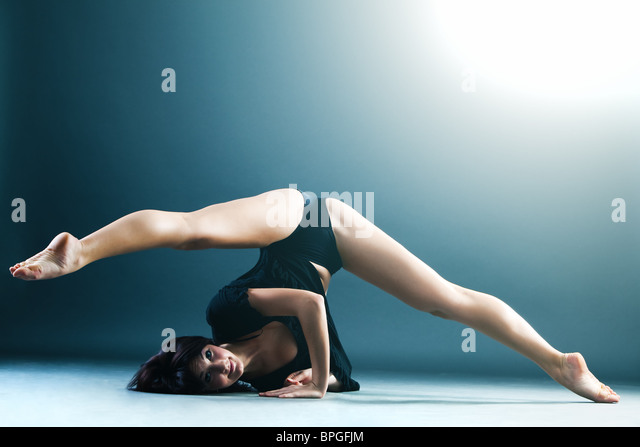 Young contemporary female dancer doing splits in the air - Stock-Bilder
