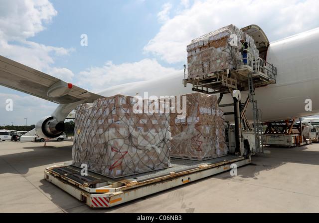 Handling of cargo in the cargo area of the Flughafen Frankfurt-Hahn airport, Lautzenhausen, Rhineland-Palatinate - Stock Image