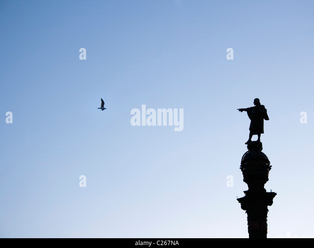 Barcelona, Spain. Silhouette of The Columbus Monument. Columbus appears to be pointing at a seagull. - Stock-Bilder