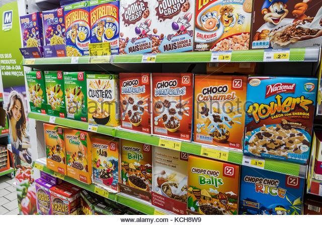 Lisbon Portugal Rua Alexandre Herculano Supermercado Minipreco supermarket grocery store shelves breakfast cereal - Stock Image