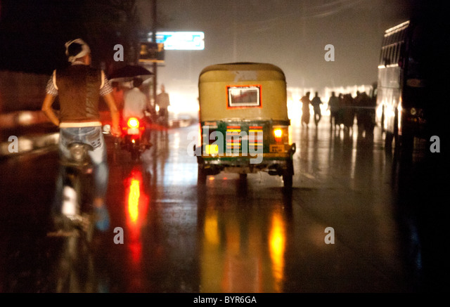 india, Uttar Pradesh, Agra view through rickshaw windscreen of monsoon rain at night - Stock-Bilder