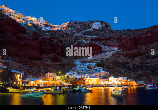 Night shot of Ammoudi Bay with Oia Santorini Greece above. - Stock Image