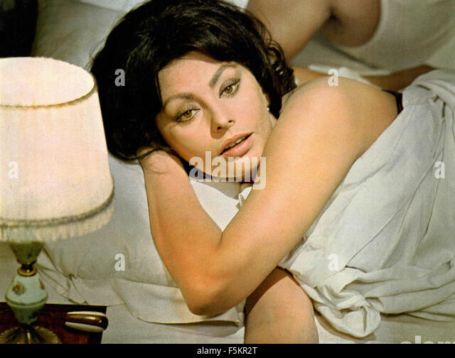 Italian actress Sophia Loren in a scene from the film 'Ghosts Italian Style' - Stock Image