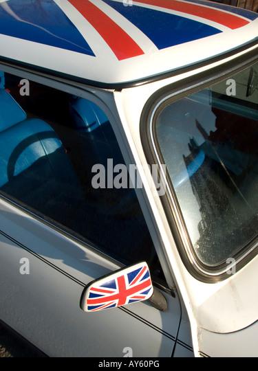 Union Jack painted Mini Cooper car - Stock Image