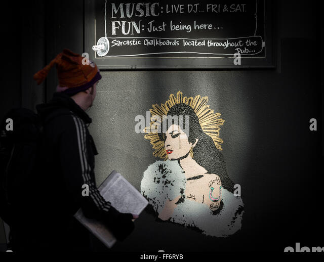 London, UK. 11th February, 2016. Amy Winehouse mural on wall of the Earl Of Camden pub, Parkway, Camden Town Credit: - Stock Image