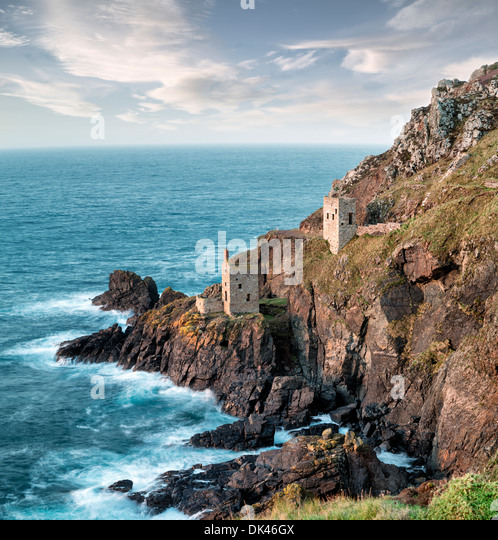 Cornish tin mines perched on the edge of steep cliffs at Botallack near Lands End in Cornwall - Stock Image