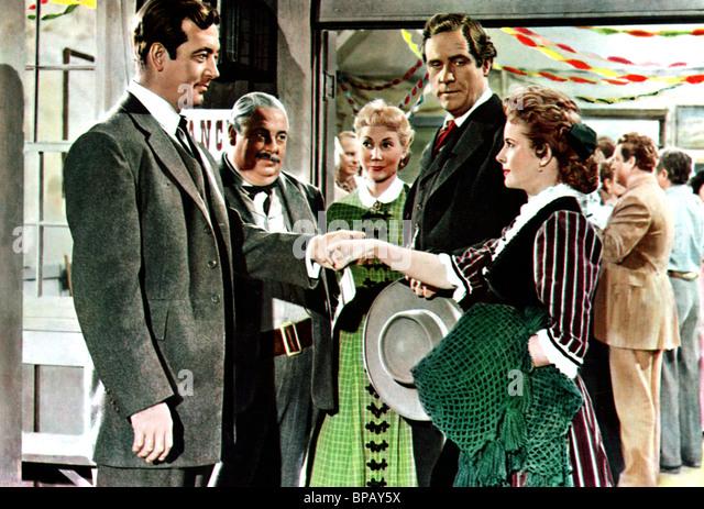 JOHN PAYNE & MONA FREEMAN THE ROAD TO DENVER (1955) - Stock Image