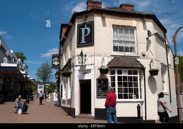 Picks pub and High Street, Halesowen, West Midlands, England, UK - Stock Image