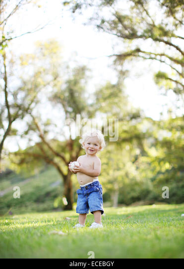 Toddler with baseball - Stock Image