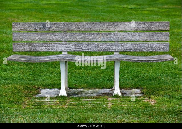 banco de jardim lisboa : banco de jardim lisboa:Banco de jardim, Parque Expo, Lisboa, Portugal – Stock Image