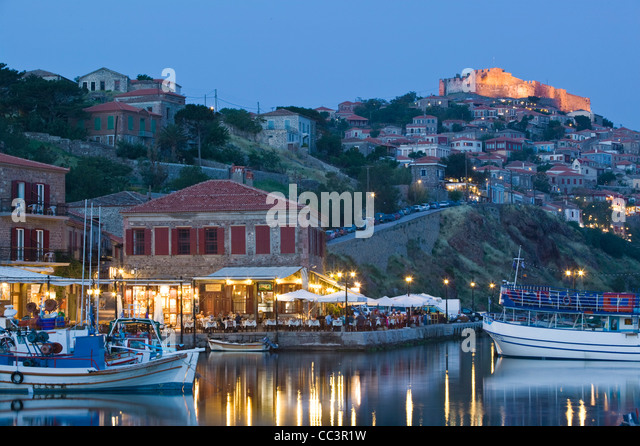 Greece, Northeastern Aegean Islands, Lesvos, (Mytilini-Mithymna Molyvos) Fishing Port and 15th century Byzantine - Stock-Bilder