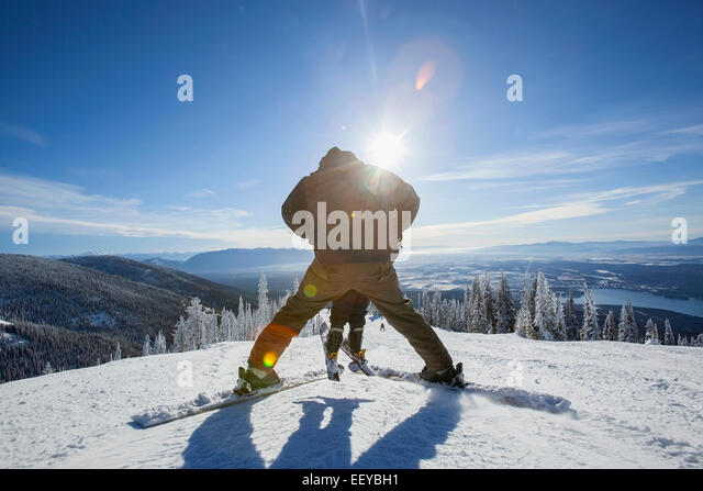 USA, Montana, Whitefish, Father skiing with son (6-7) - Stock-Bilder