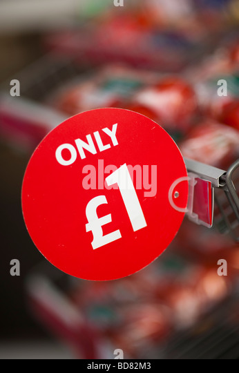 Only 1 cheap bargain tomatoes on sale outside supermarket UK - Stock Image