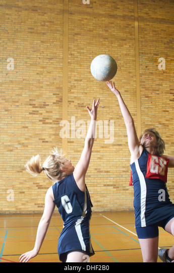 Young women playing netball - Stock Image