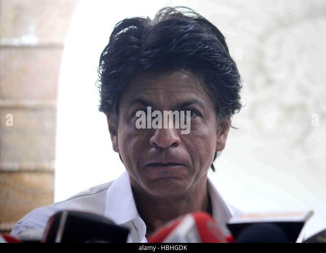 Bollywood actor Shahrukh Khan interacts with media on occasion of Eid al-Fitr celebrations at his residence Mannat, - Stock-Bilder
