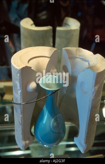 Ohio Cincinnati Rookwood Pottery vase & mold display - Stock Image