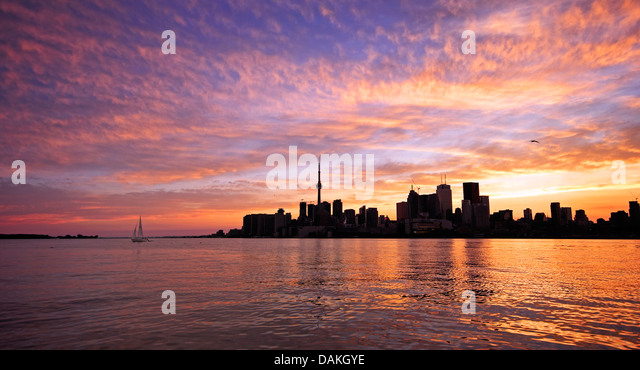 Toronto skyline along the harbour at sunset - Stock Image
