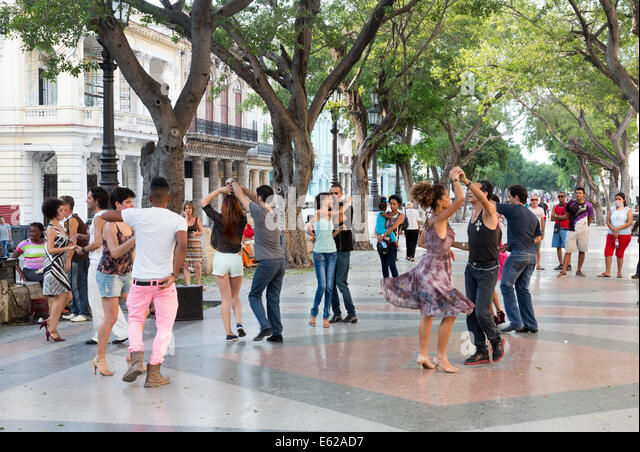 dancers on a Sunday evening, Paseo de Prado avenue, Havana, Cuba - Stock Image