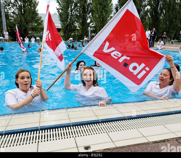 Doctors and nurses protesting against the poor working conditions in Stuttgart hospitals in the swimming pool Inselbad, - Stock Image