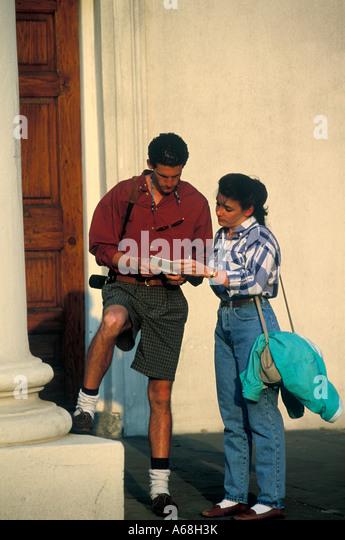 Tourist couple consulting a city map Charleston, South Carolina - Stock Image