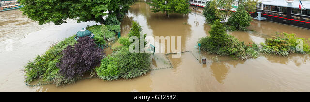 Paris, France, 06th June, 2016. Flood decrease, decrue de la Seine, square du vert galant, Paris, 06/06/2016 Credit: - Stock Image
