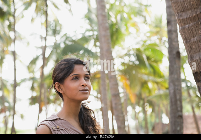 Young woman and palm trees - Stock-Bilder