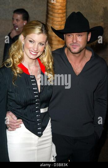 Country Singer Faith Hill Practices Her