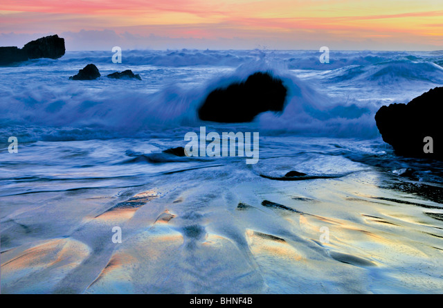Portugal, Algarve: Twilight at Praia de Tonel in Sagres - Stock Image