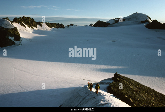 Mountaineers on the Vorderer Hintereis Spitze, Ötztal Alps, Austria - Stock Image
