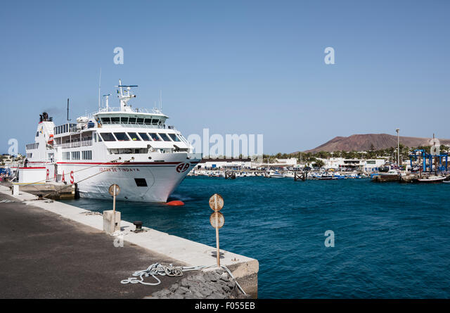 The Lanzarote to Fuerteventura ferry, Volcan De Tindaya, at the harbour in Playa Blanca, Lanzarote in the Canary - Stock-Bilder