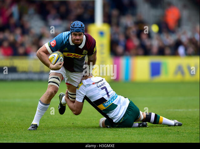 London, UK. 8th October, 2016. James Horwill (c) of Harlequins was tackled during Aviva Premiership Rugby game between - Stock-Bilder