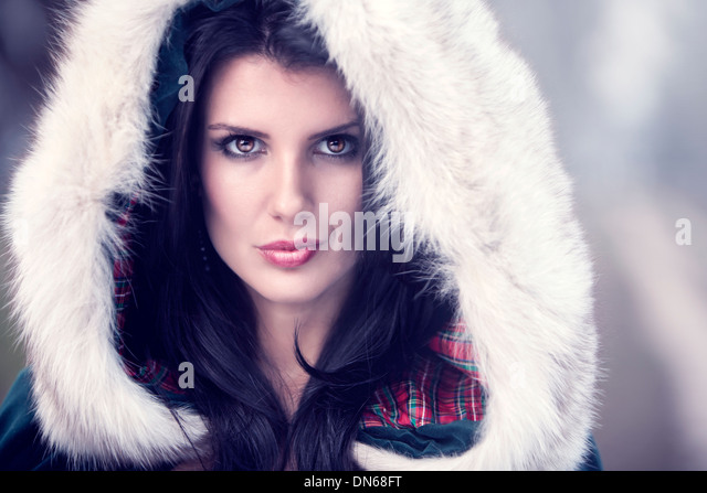 Beauty portrait of woman wearing a fur covered hood on a cold winter day. - Stock-Bilder
