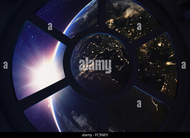 A round window on a space station with a view of Earth below - Stock-Bilder