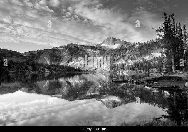 Evening light and reflection in Mirror Lake Lake with Eagle Cap Mountain. Eagle Cap Wilderness, Oregon - Stock Image