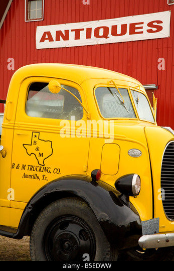 Old truck outside Antique Store, Amarillo, Texas, USA, North America - Stock Image