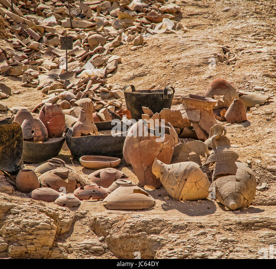 Valley of the Kings, Egypt. Ancient pottery reconstructed from a huge pile of shards. - Stock Image
