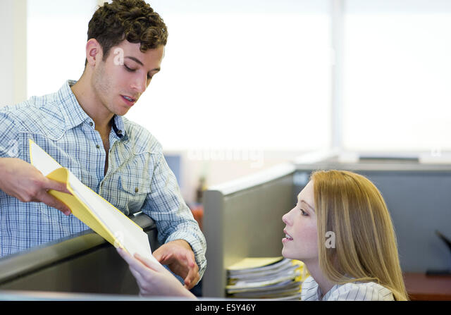 Manager explaining assignment to office worker - Stock Image