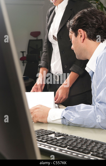 Manager talking to employee - Stock Image