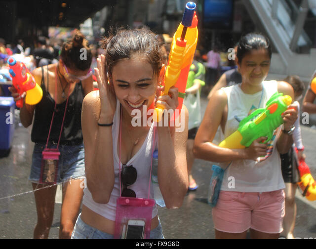 Bangkok, Thailand. 13th Apr, 2016. People take part in a water fight during the Songkran water festival in Silom - Stock Image