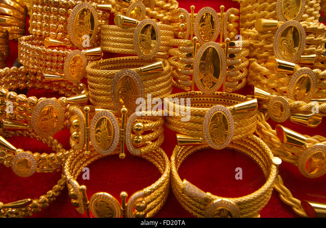 Arap gold - Identical displays can be seen in gold souqs in all the Arab Gulf States - Stock Image