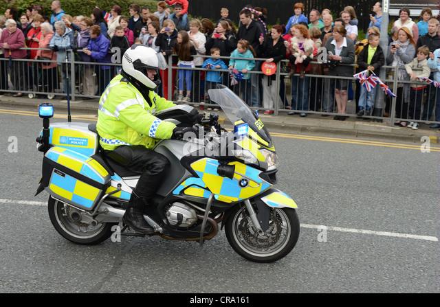 escort officer duties