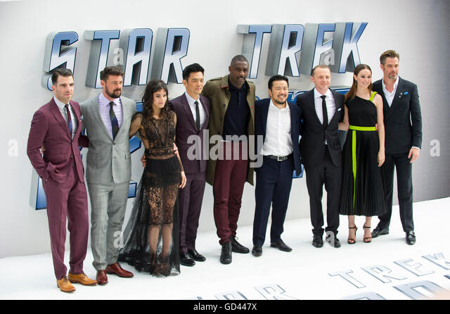 London, UK. 12th July, 2016. Zachary Quinto, Karl Urban, Sofia Boutella, John Cho, Idris Elba , Justin Lin, Simon - Stock-Bilder