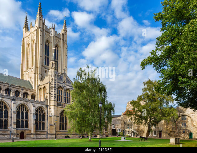 Bury St Edmunds, Suffolk. St Edmundsbury Cathedral in the early evening, Bury St Edmunds, Suffolk, England, UK - Stock Image