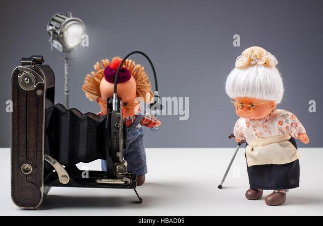 Nostalgic photographic moment with dolls - Stock-Bilder