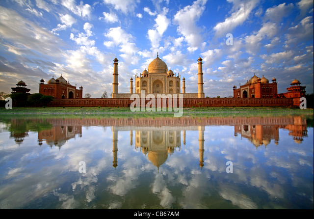 A stunning, once in a lifetime image of a sky full of puffy clouds reflected in the Yamuna River at the Taj Mahal - Stock-Bilder
