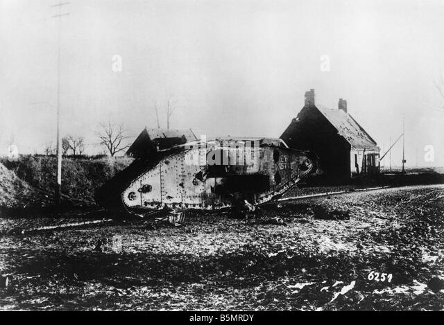 9 1917 11 20 A2 15 E Destroyed English tank Nov 1917 World War 1 1914 18 Western Front Tank battle at Cambrai 20th - Stock Image